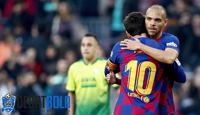 Braithwaite : Jersi yang Terkena Pelukan Messi Takkan Aku Cuci