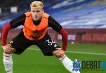 Manchester United Dipertanyakan Jarang Mainkan Van de Beek